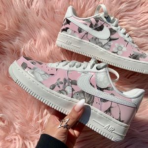 Nike Shoes - New Nike Women's Air Force 1 Pink Floral Sneakers